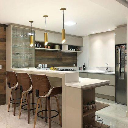 Remodelação cozinha inclui bancada de apoio